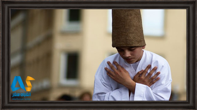 درويش نوجوان در جشنواره سماع دراويش قونيه تركيه