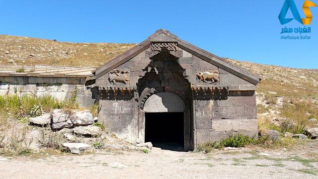 ورودی و سردر کاروانسرای اوربلیان ارمنستان