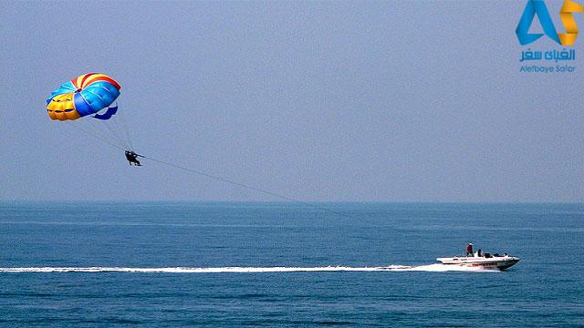پاراسیلینگ در سواحل گوا در هند
