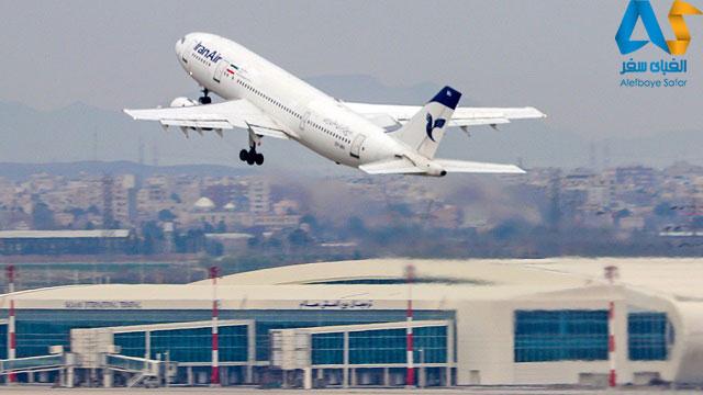هواپيما در حال تيك آف و بلند شدن در فرودگاه امام خميني