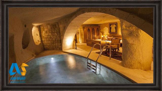 تخت دو نفره و جکوزی اختصاصی در هتل غار کایاکاپی کاپادوکیه ترکیه