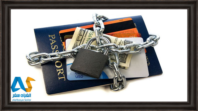 پاسپورت، پول و کارت بانکی قفل شده