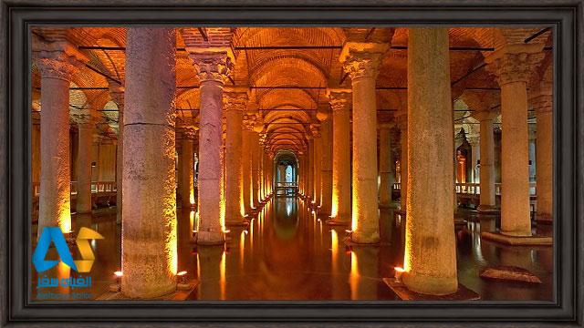 ستون های نورپردازی شده آب انبار باسیلیکا استانبول